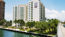 GALLERYone DoubleTree Suites by Hilton Hotel – perhehotelli hyvillä lapsialennuksilla.